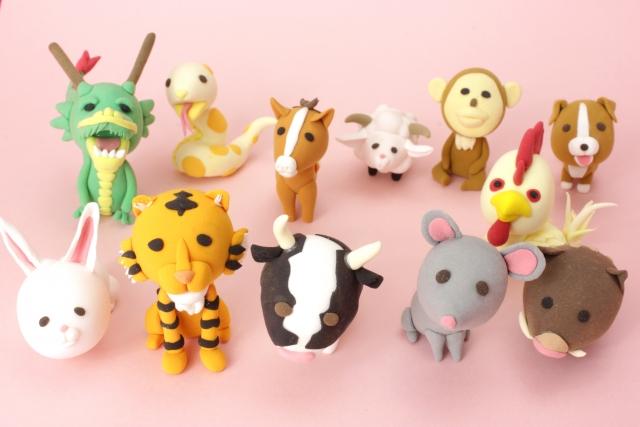粘土で作った干支の可愛らしい動物たち