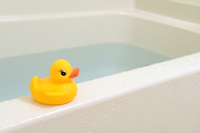 お風呂とひよこのおもちゃ