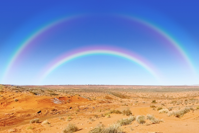 二重に浮かぶ虹、ハッピーレインボー