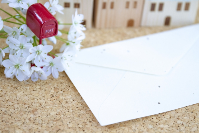 小さなポストとお手紙