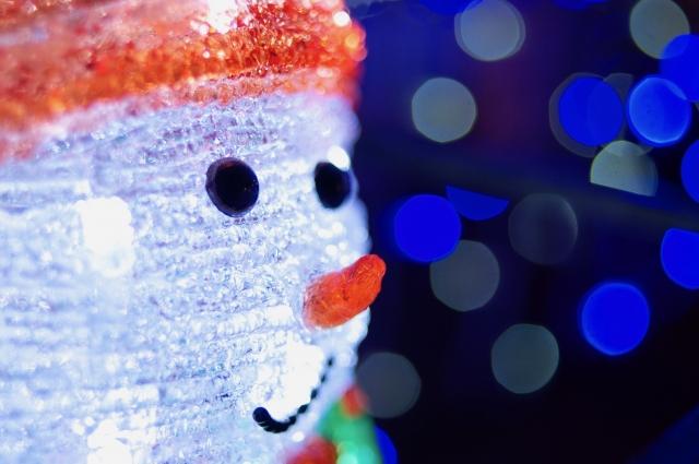 輝く夜の雪だるま